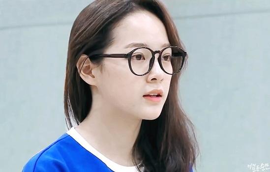 3 idol nữ đeo kính là toát lên thần thái của girl crush - 1