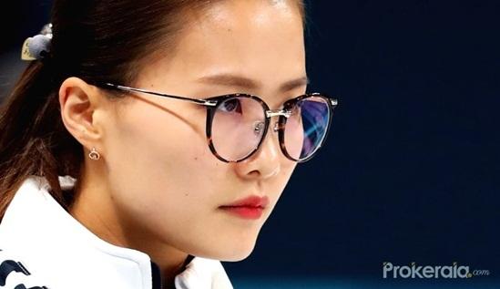 3 idol nữ đeo kính là toát lên thần thái của girl crush