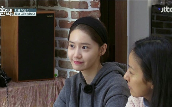 Yoon Ah gây bất ngờ vì rất giỏi làm việc nhà.