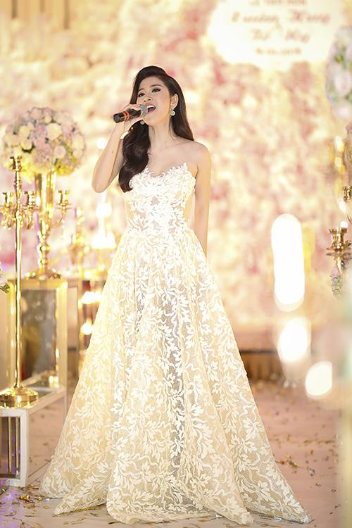 Ngọc nữ bolero Tố My gợi cảm dự đám cưới của em gái - 5