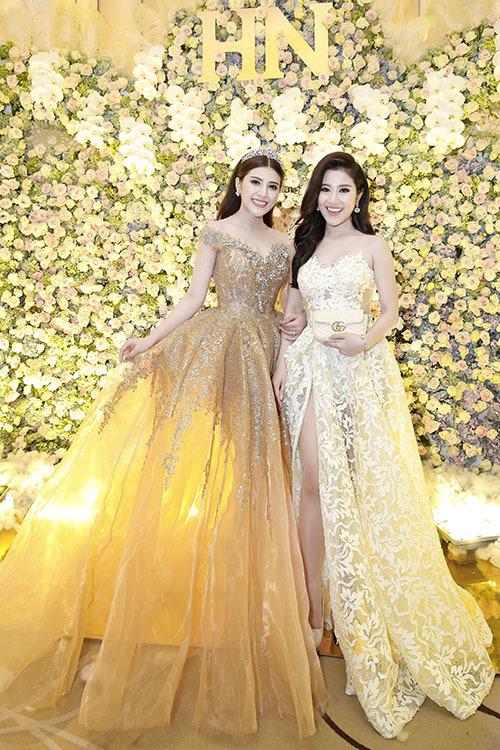 Ngọc nữ bolero Tố My gợi cảm dự đám cưới của em gái