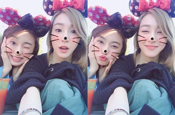 Bora và Tiffany hội ngộ ở Mỹ, cùng đi chơi công viên Disney. Cả hai là cặp bạn thân nổi tiếng trong cộng đồng Kpop.