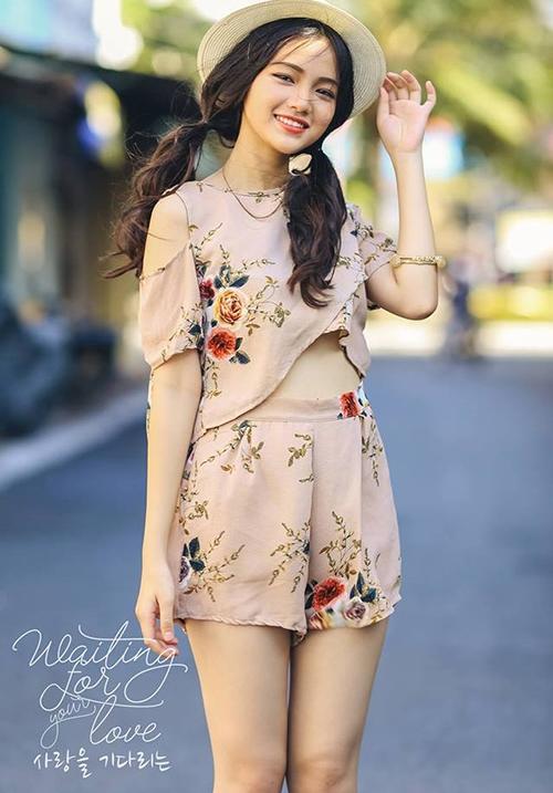 Mẫu teen xinh như gái Hàn gây sốt khi livestream bán quần áo online - 3