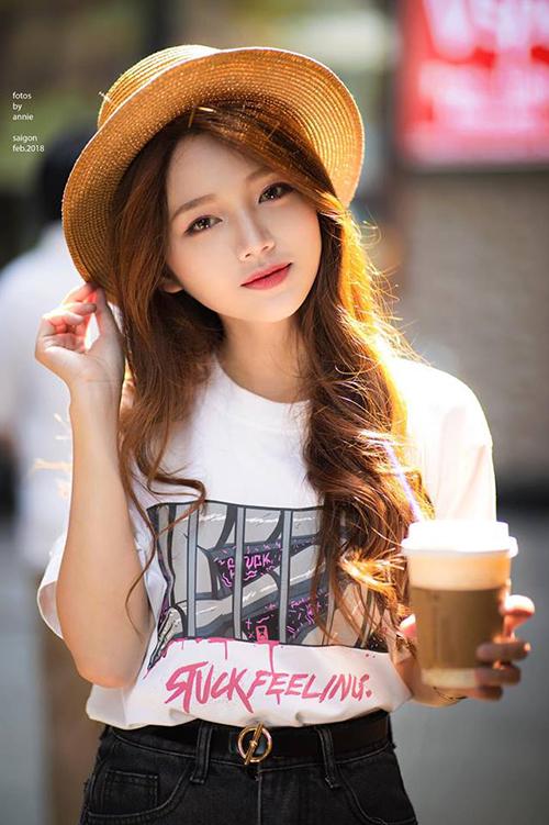 Mẫu teen xinh như gái Hàn gây sốt khi livestream bán quần áo online - 1