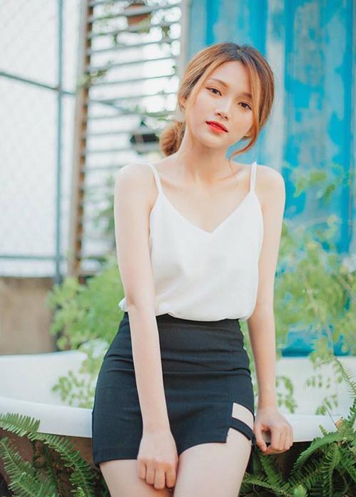 Mẫu teen xinh như gái Hàn gây sốt khi livestream bán quần áo online - 6