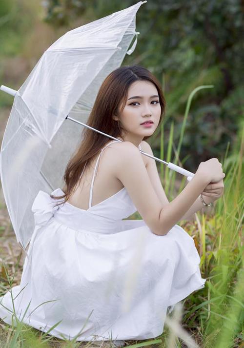 Mẫu teen xinh như gái Hàn gây sốt khi livestream bán quần áo online - 4