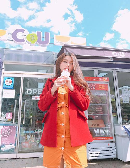 Mẫu teen xinh như gái Hàn gây sốt khi livestream bán quần áo online - 10