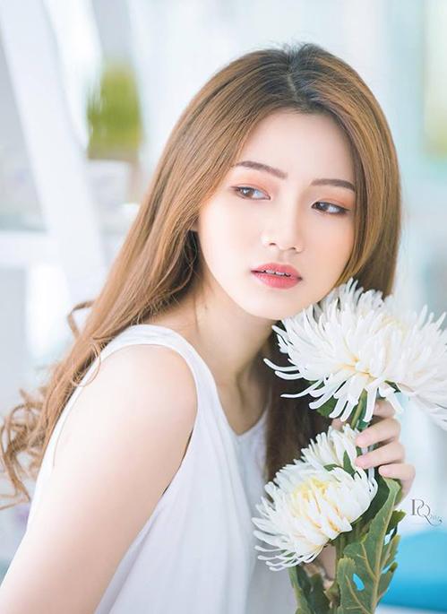Mẫu teen xinh như gái Hàn gây sốt khi livestream bán quần áo online - 5