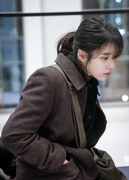 Cuối cùng IU không còn trợn mắt dọa khán giả trong phim mới nữa - 3