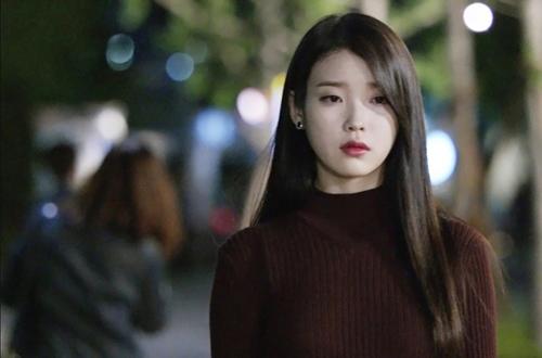 Cuối cùng IU không còn trợn mắt dọa khán giả trong phim mới nữa - 5
