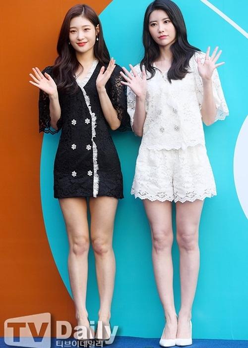 Mỹ nhân 17 tuổi vô tình lộ vòng 1 ở Seoul Fashion Week - 7