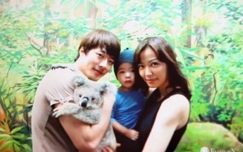 Vợ chồng Kwon Sang Woo, Son Tae Young thường chia sẻ ảnh hạnh phúc gia đình.