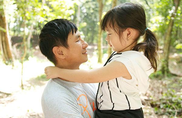Minh Hà diện váy trẻ trung lên tận phim trường thăm Lý Hải - 3
