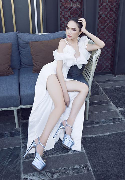 Hương Giang hậu đăng quang: Mặc váy nào đụng hàng váy đó - 2