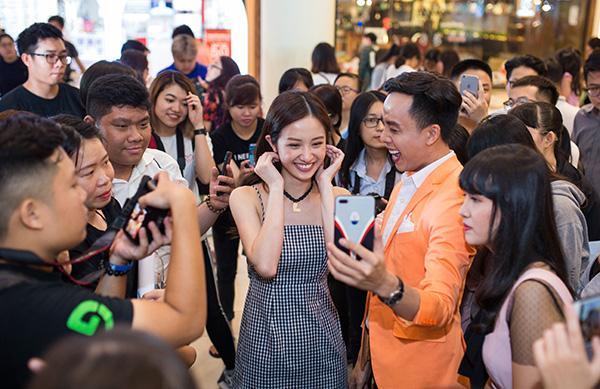 Jun Vũ tự tin nhận mặt xinh, da đẹp trước hàng trăm fan - 5