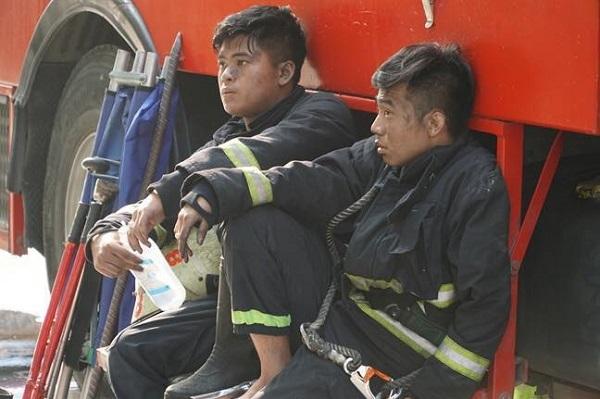 Hình ảnh đẹp của những người hùng trong vụ cháy chung cư Carina - page 2 - 4