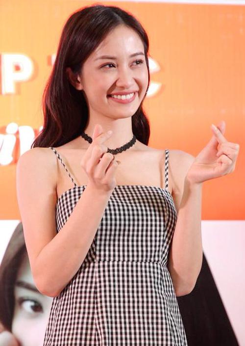 Jun Vũ tự tin nhận mặt xinh, da đẹp trước hàng trăm fan