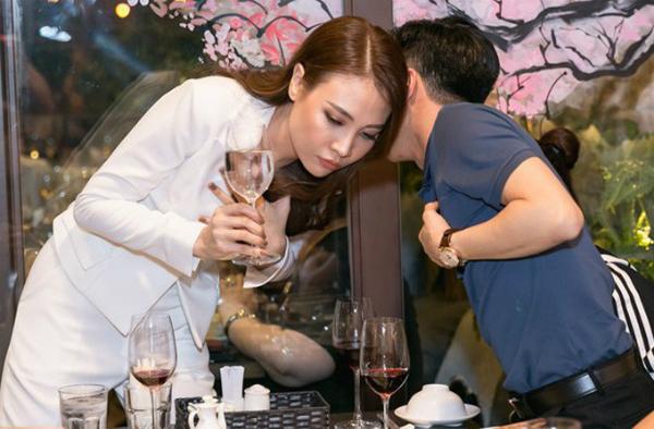 Loạt ảnh tình bể bình của Cường Đô La - Đàm Thu Trang từ sau công khai hẹn hò - 1