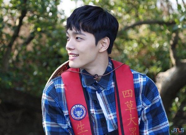 Không chỉ là một diễn viên có thực lực và tài năng trong làng điện ảnh Hàn, Yeo Jin Goo còn đốn tim người hâm mộ bởi chiếc cằm L-linegóc cạnh, nam tính và phong thái lịch lãm của một quý ông đích thực.