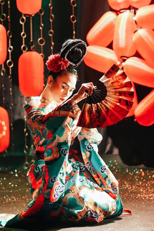 Mỹ Tâm lạ lẫm với hình tượng Geisha - 3