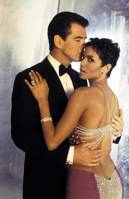 Nàng Bond girl duy nhất trong lịch sử suýt chết khi đóng cảnh nóng