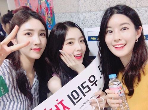 Bạn thân của Irene đều là mỹ nhân.