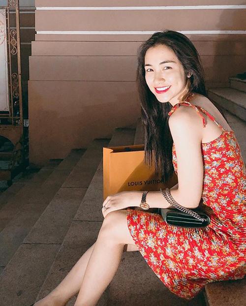 Hòa Minzy khoe chiến tích sắm hàng hiệu liên tục từ khi yêu đại gia - 3
