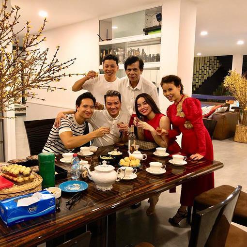 Kim Lý ngày càng thân thiết với bố mẹ Hồ Ngọc Hà - 1