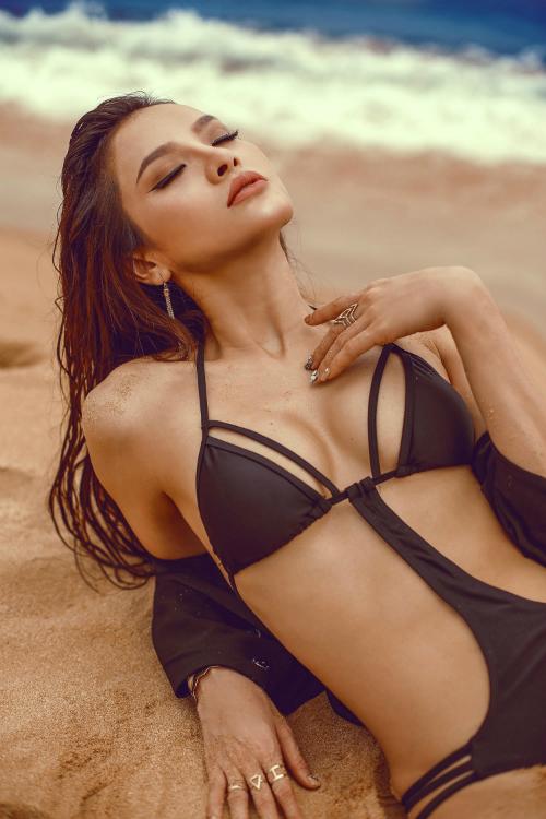 Phương Trinh Jolie thách thức mùa hè với bikini rực lửa - 2
