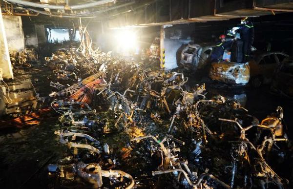Theo thống kê, đám cháy đã thiêu rụi hơn 340 xe máy và 17 ôtô.