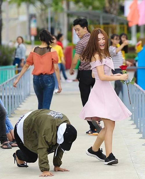 Hoài Lâm chật vật đi giày cao gót giả gái - 5