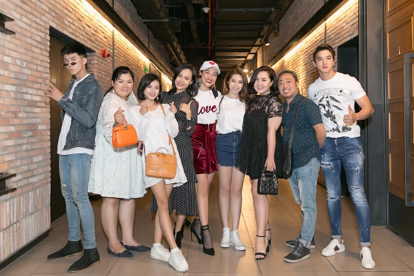 Hoàng Oanh cool ngầu đi gặp fan Dung đại ca - 5
