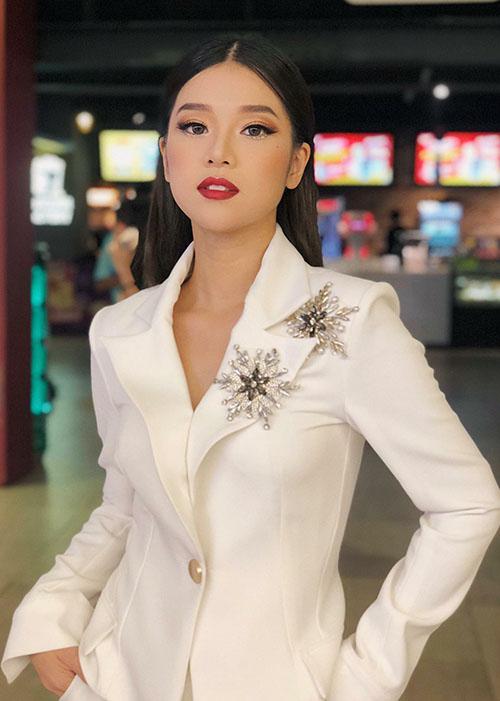 Hoàng Yến Chibi bán nude táo bạo, rũ bỏ vẻ ngây ngô - 6