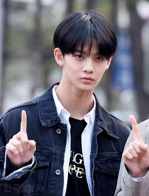 Mới đây Bae Jin Young được chứng nhận là idol nam có khuôn mặt nhỏ nhất Kpop.