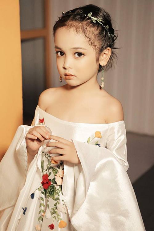 Style lớn sớm khó tin của chân dài 7 tuổi hot nhất Việt Nam