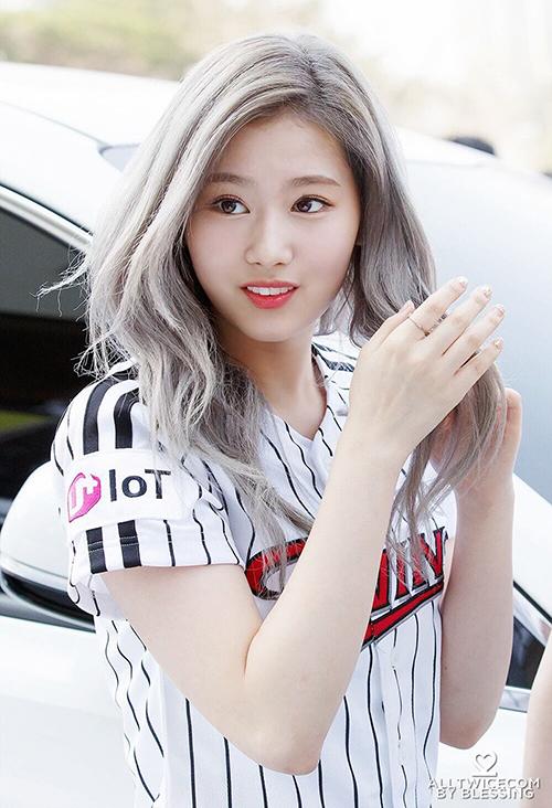 10 màu tóc ấn tượng nhất của Sana (Twice) từ khi debut - 4