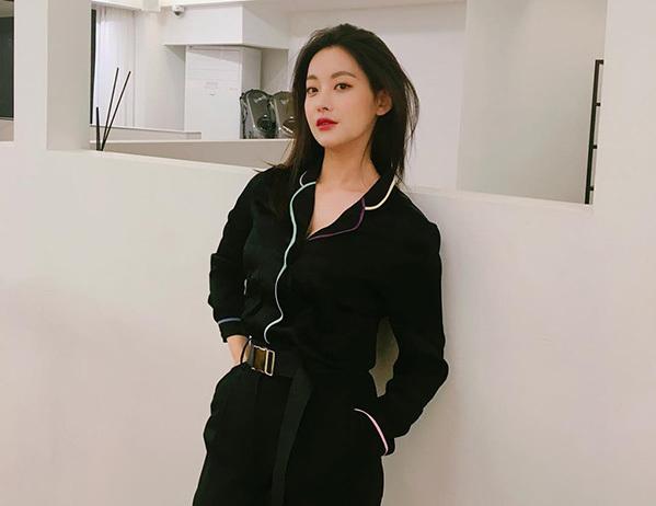 Bạn gái Kim Bum trẻ xinh như hot girl nhờ ăn mặc siêu hack tuổi - 5