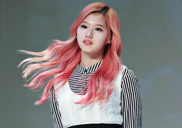 10 màu tóc ấn tượng nhất của Sana (Twice) từ khi debut - 2