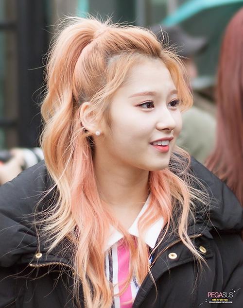 10 màu tóc ấn tượng nhất của Sana (Twice) từ khi debut - 5