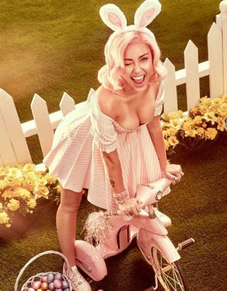 Ngực lớn bất thường, bạn bè nghi Miley Cyrus đang có bầu