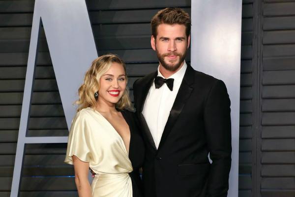 Ngực lớn bất thường, bạn bè nghi Miley Cyrus đang có bầu - 1