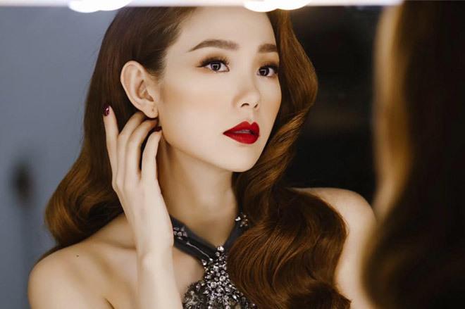 <p> Hiện Minh Hằng là một trong những gương mặt được yêu thích của làng giải trí. Cô thường xuyên thay đổi phong cách và nhận được đánh giá cao của fan.</p>