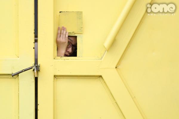 Fan vây kín cổng SVĐ Hàng Đẫy cả tiếng để hóng Xuân Trường, Công Phượng - 9