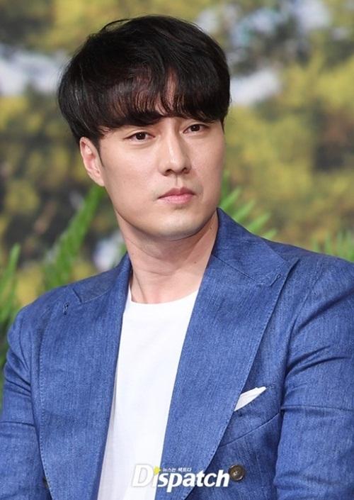 Buổi họp báo còn có sự góp mặt của So Ji Sub. Nam diễn viên vẫn giữ phong độ bảnh bao, khí chất nam thần.