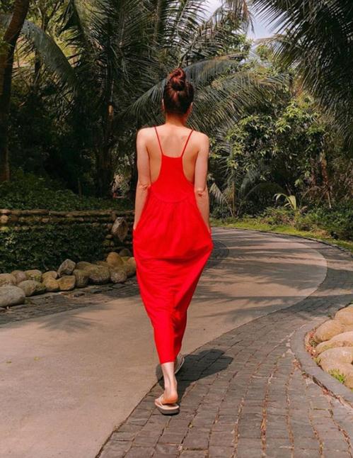 Váy bao tải của Zara sao Việt cao kều vẫn khó chinh phục - 1