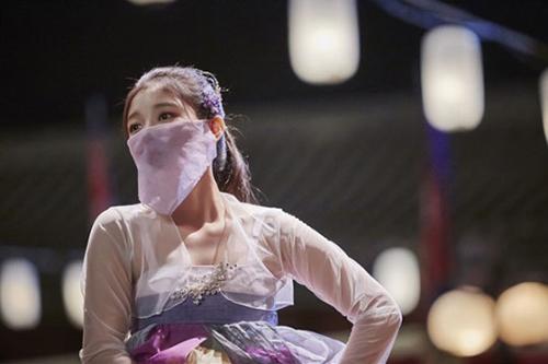 Phân cảnh Kim Yoo Jung múa trongMây họa ánh trăngnhận rất nhiều lời khen từ khán giả.