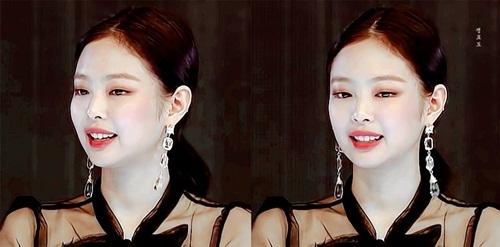 Idol sang chảnh Jennie gây sốt dù mặc váy giá bình dân - 1