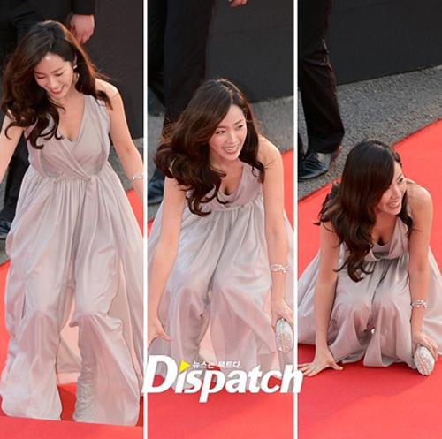 Gặp sự cố váy áo, thần thái các mỹ nhân Hàn vẫn quá xuất sắc - 1