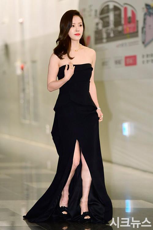 Gặp sự cố váy áo, thần thái các mỹ nhân Hàn vẫn quá xuất sắc