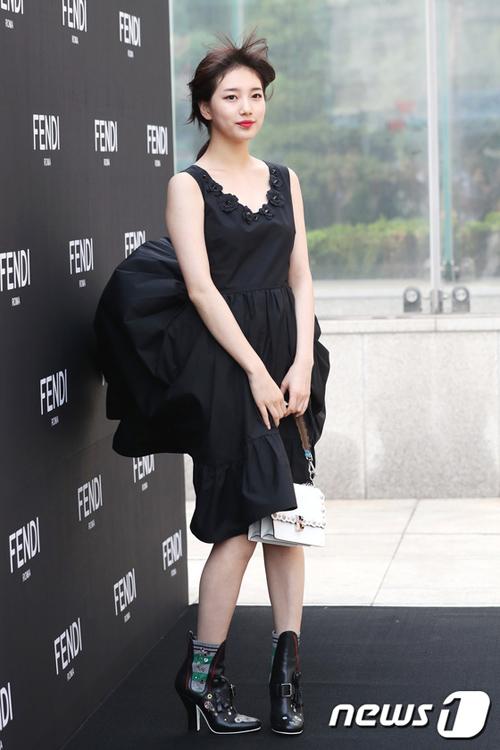 Gặp sự cố váy áo, thần thái các mỹ nhân Hàn vẫn quá xuất sắc - 7